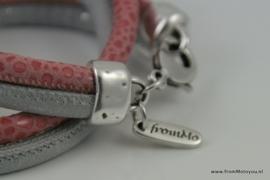 Handgemaakte leren armband antiek grijsn roze print leer