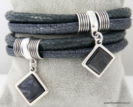 Handgemaakte leren armband grijs leer met hangers