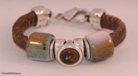Handgemaakte dames armband gevlochten brons leer met keramieken