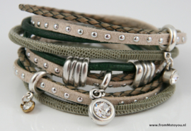 Handgemaakte leren armband groen en beige diverse bandjes