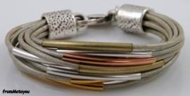 Handgemaakte dames armband leer zilvergrijs met metaal
