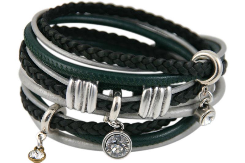Handgemaakte leren armband groen en zilverkleurig diverse bandjes