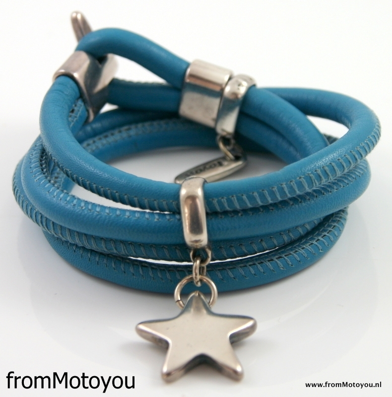 Stars on Colourz leren armband sky blue met ster bedel