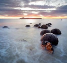 148 MOERAKI BOULDERS 300x280 Strand Stenen fotobehang met lijm