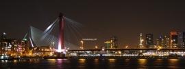 Fotobehang. Rotterdam-Willemsbrug-panoramakleur