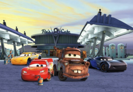 Noordwand/Komar Disney Edition4 Fotobehang 8-4101 Cars 3 Station/Wagen/Kinderkamer Behang