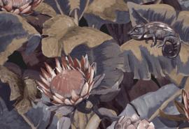 Hookedonwalls Breeze Behang BR24090 Amazones/Bloemen/Planten/Kameleon