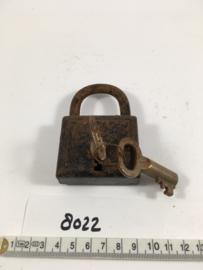 nr. 8022 oud industrieel werkend hangslot