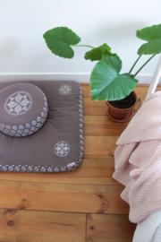 Zabuton met geborduurde mandala's | Grijsbruin