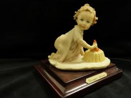Baby - Beeld - 1 jaar - Kleur - 11x9cm - Porselein
