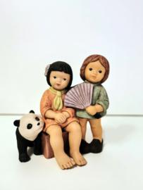 Beeld - Goebel -  N+M - 13.5 cm - Kinderen met panda.