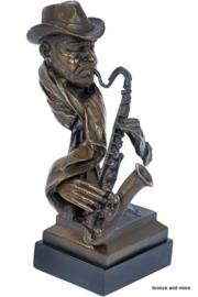 Saxofonist speler bronzen beeld