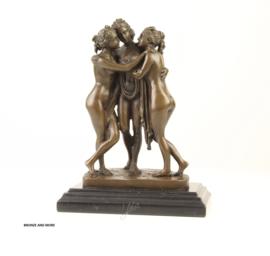 Bronzen beeld drie zussen