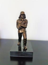 Brandweerman zamak brons beeld