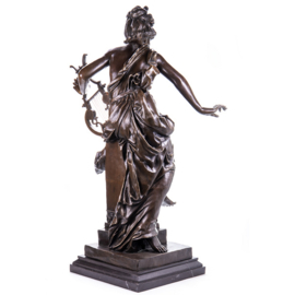 Vrouw met lier bronzen beeld