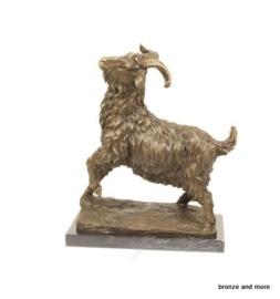 Bronzen beeld van een geit