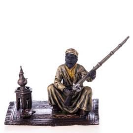 Arabische man met geweer brons beeld