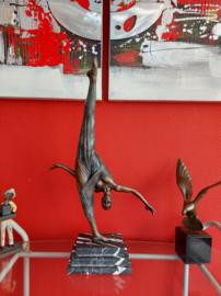 Bronzen gymnaste beeld