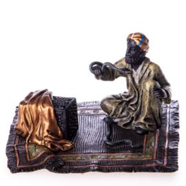Arabier met slangen brons beeld