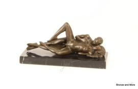 Bronzen beeld stel in lepel sexy pose