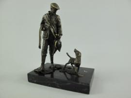 Jager met jachthond en fazant beeld