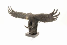 Bronzen landende adelaar beeld