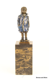 Jongetje omhoog kijkend brons beeld