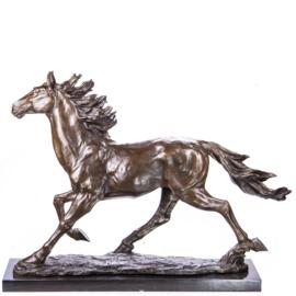 Dravend paard bronzen beeld