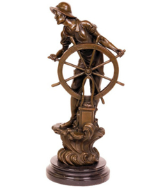 Kapitein achter roer brons beeld