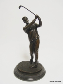 Bronzen golfspeler beeld