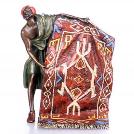 Tapijtenverkoper oosters brons beeld