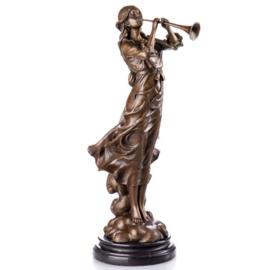 Klarinetspelende bronzen vrouw beeld