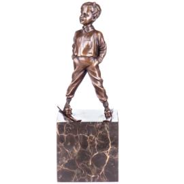 Bronzen beeld jongen op ski's
