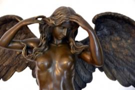 Engel vrouw mythologisch bronsbeeld