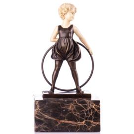 Bronzen meisje met hoepel beeldje