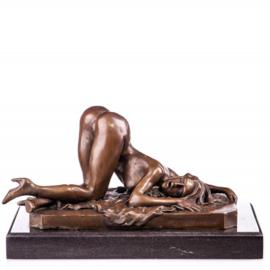 Vrouw in wulpse-houding beeld