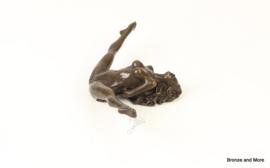 Vrouw met benen wijd bronzen beeld