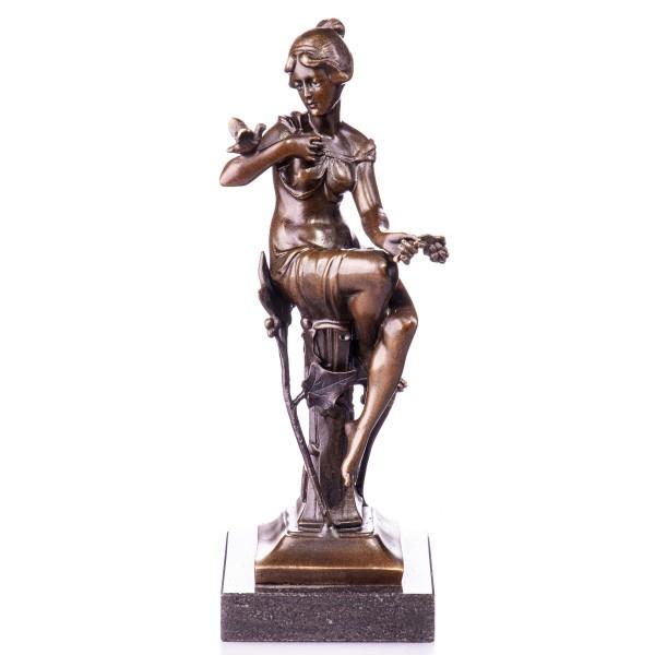 Bronzen vrouw met vogel beeld