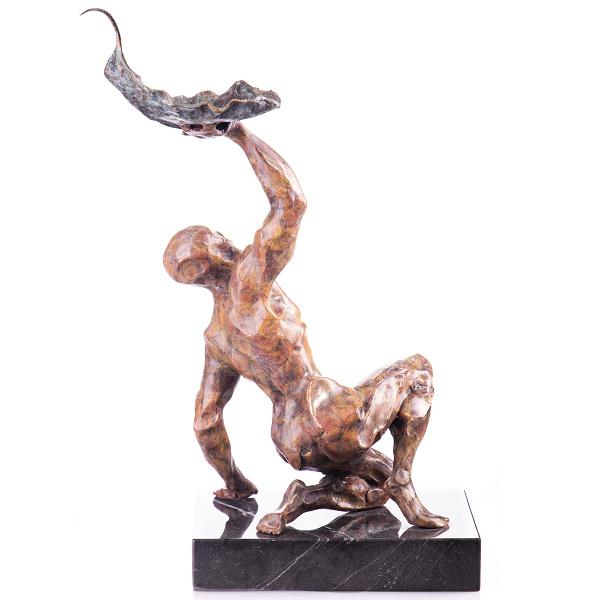 Bronzen beeld naakte man met blad