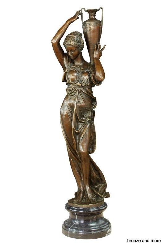 Twee grote bronzen godin Hebe beelden