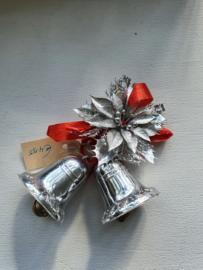 Oude kerstklokjes met bloem