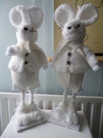 Sneeuw muis, staand