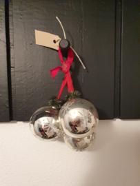 Kerstballen tros met 3 kerstballen