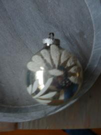 Oude kerstbal bloemblaadjes, 39