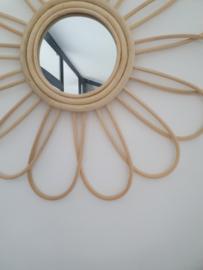 Spiegel bloem rotan