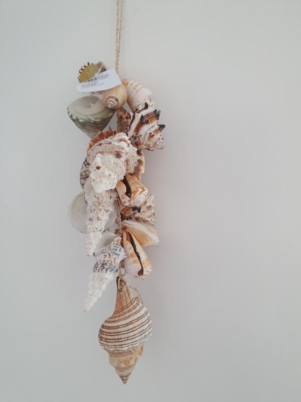Hanger met schelpen