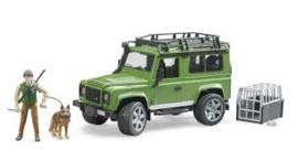 Land Rover Defender Station Wagon met boswachter en hond