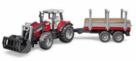 Massey Ferguson met voorlader en houttransporter / houtkar