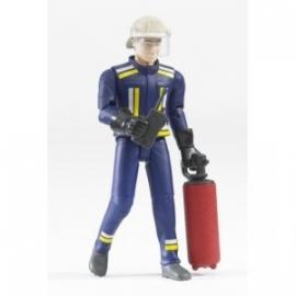 Brandweerman met brandblusapparaat