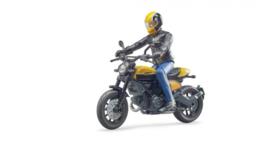 Ducati Scrambler met berijder